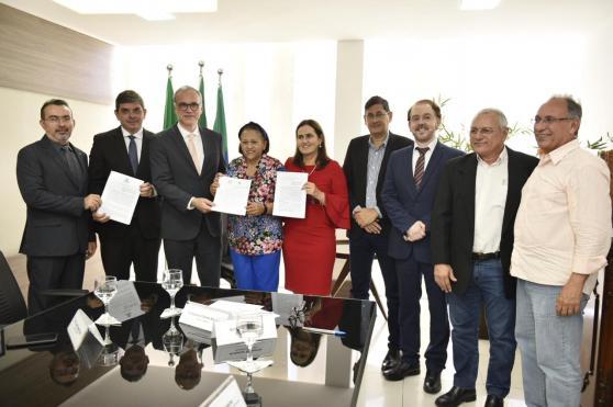 Assinatura de acordo de cooperação entre as inst Federais_Elisa Elsie
